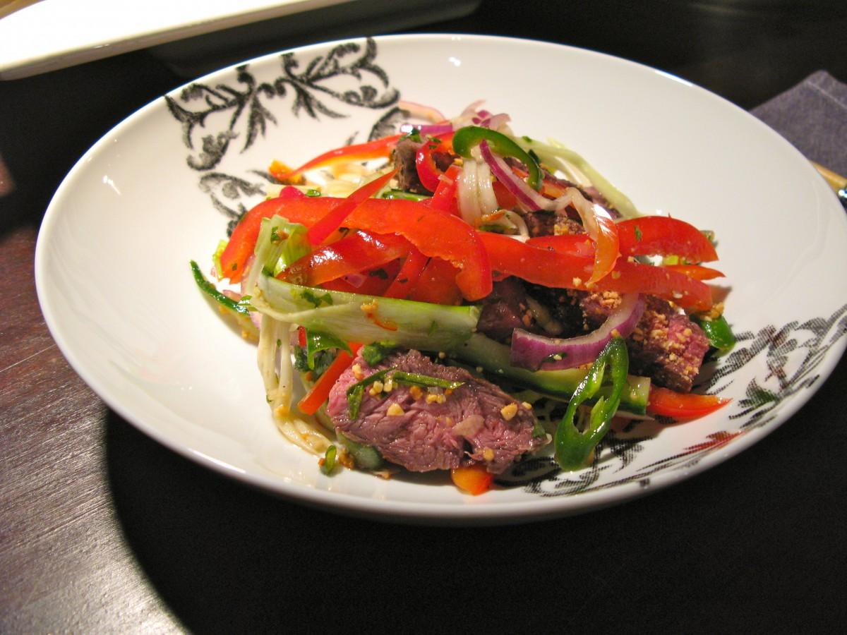 Thai(?) Beef Salad – der asiatische Rindfleischsalat mit grünerPapaya