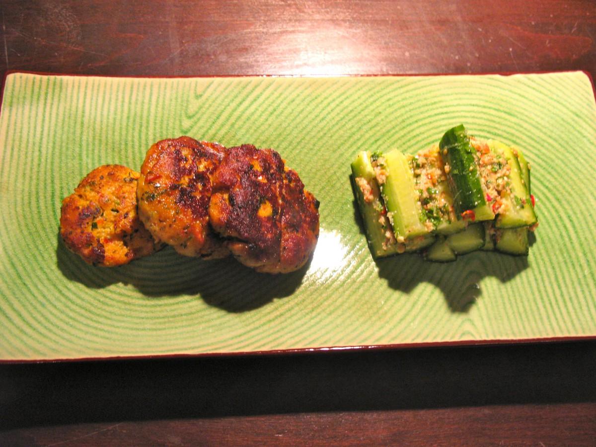 Thai Fish Cakes mit Sweet Chili Sauce und marinierterGurke
