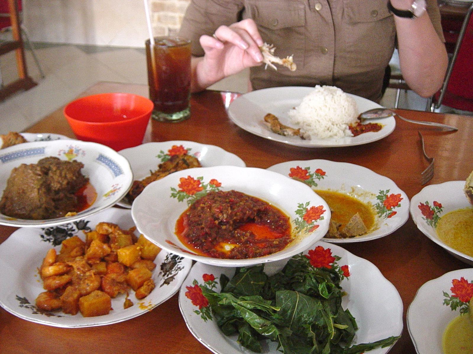 rendang daging sapi ? in kokosmilch geschmortes rindfleisch aus ... - Indonesien Küche