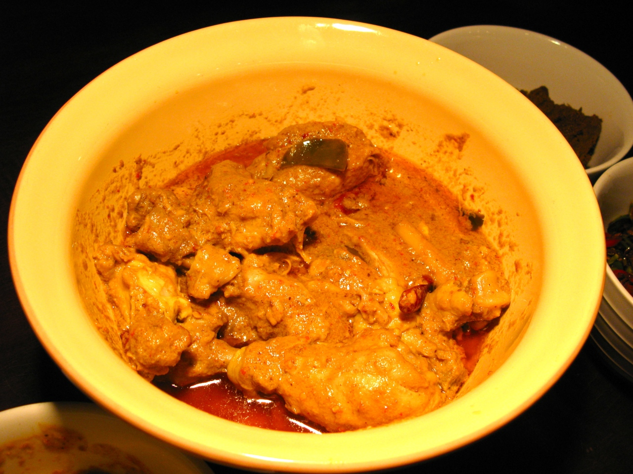 Ayam Gulai – Neues aus der Padang-Küche (Huhn in scharferKokos-Sauce)