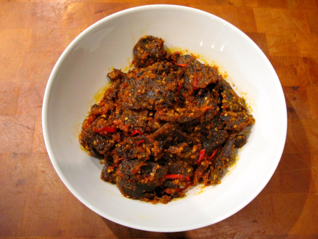 Dendeng Balado – frittiertes Rindfleisch mitChili