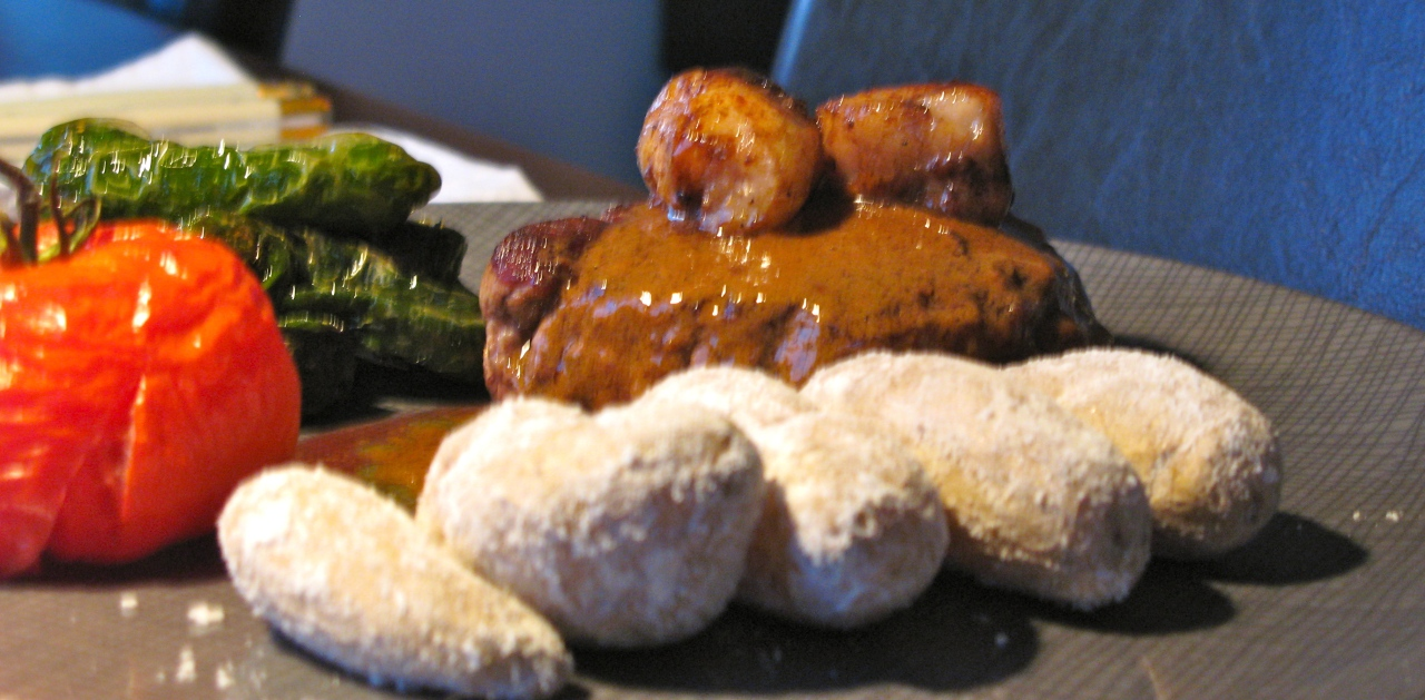 Steak Gascogne| Salzkartoffeln| Pimientos de Padron|Tomate