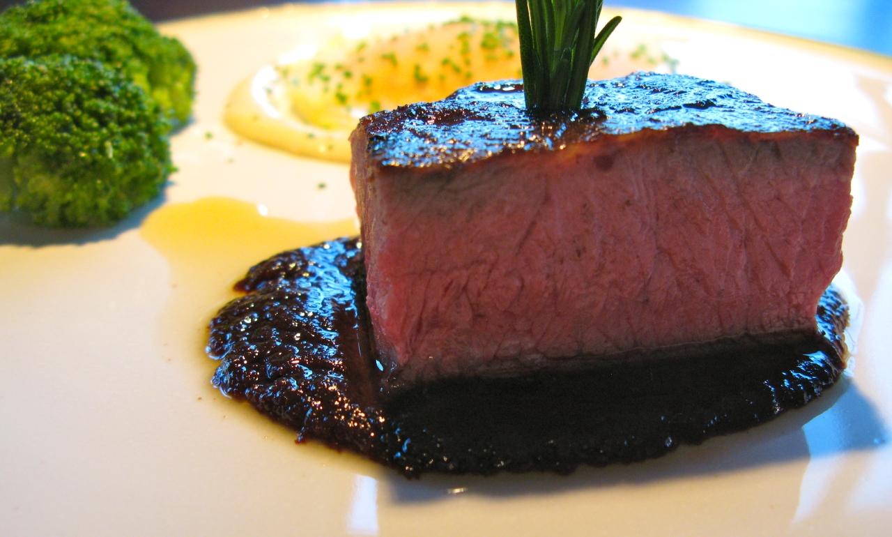 Flat Iron | Zwiebelmarmelade |Kohlrabiravioli