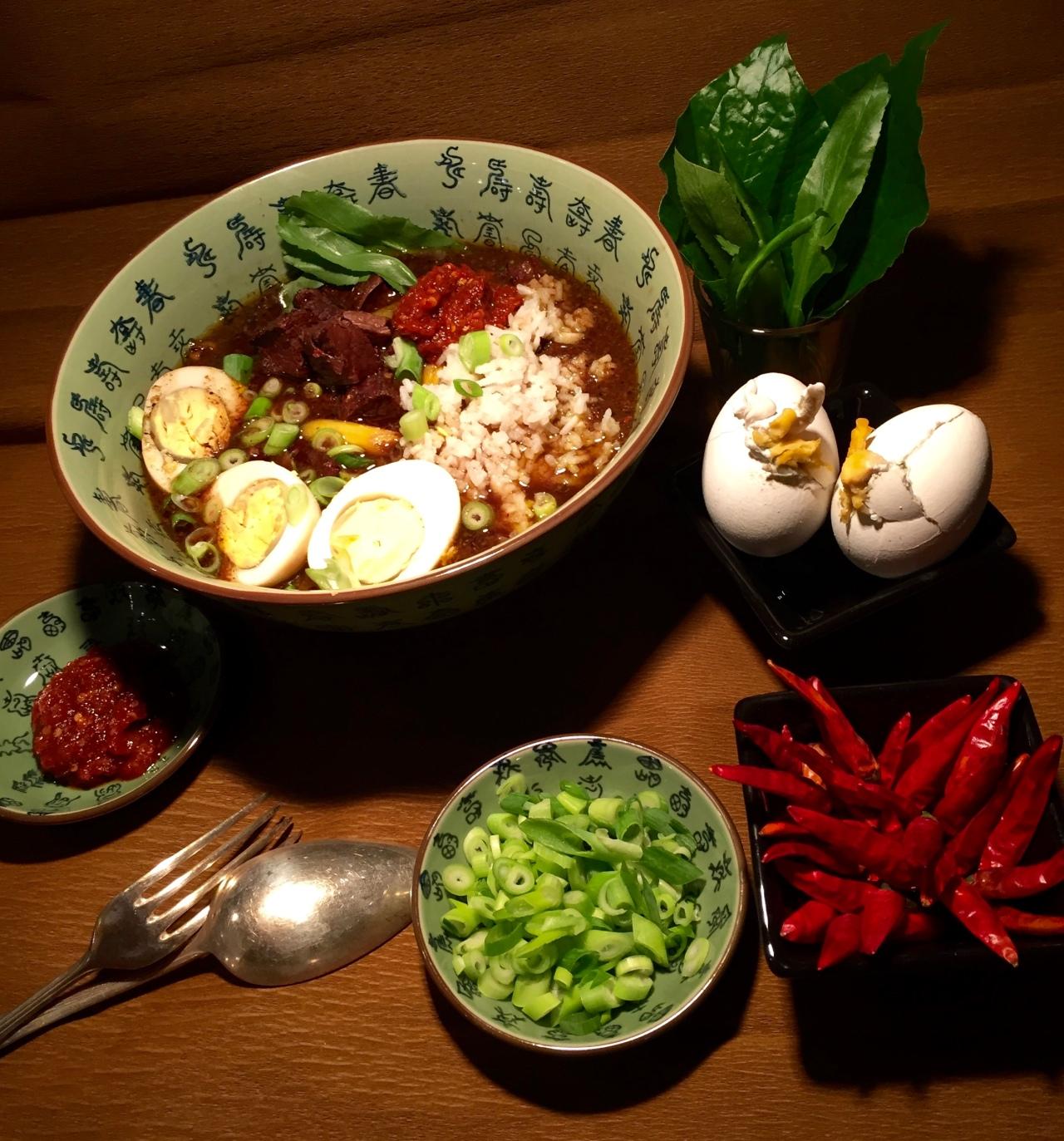 Rawon | Die schwarze Suppe aus Indonesien…und 'Speedy-Salt-Eggs'