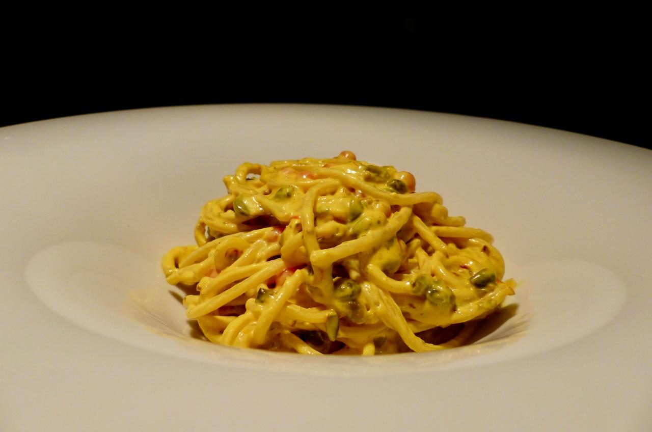 Pasta in Zitronen-Kapern-Sauce