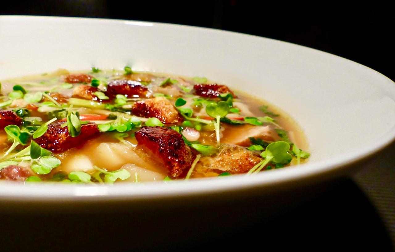 Dry-aged-Schweinekotelett-Suppe
