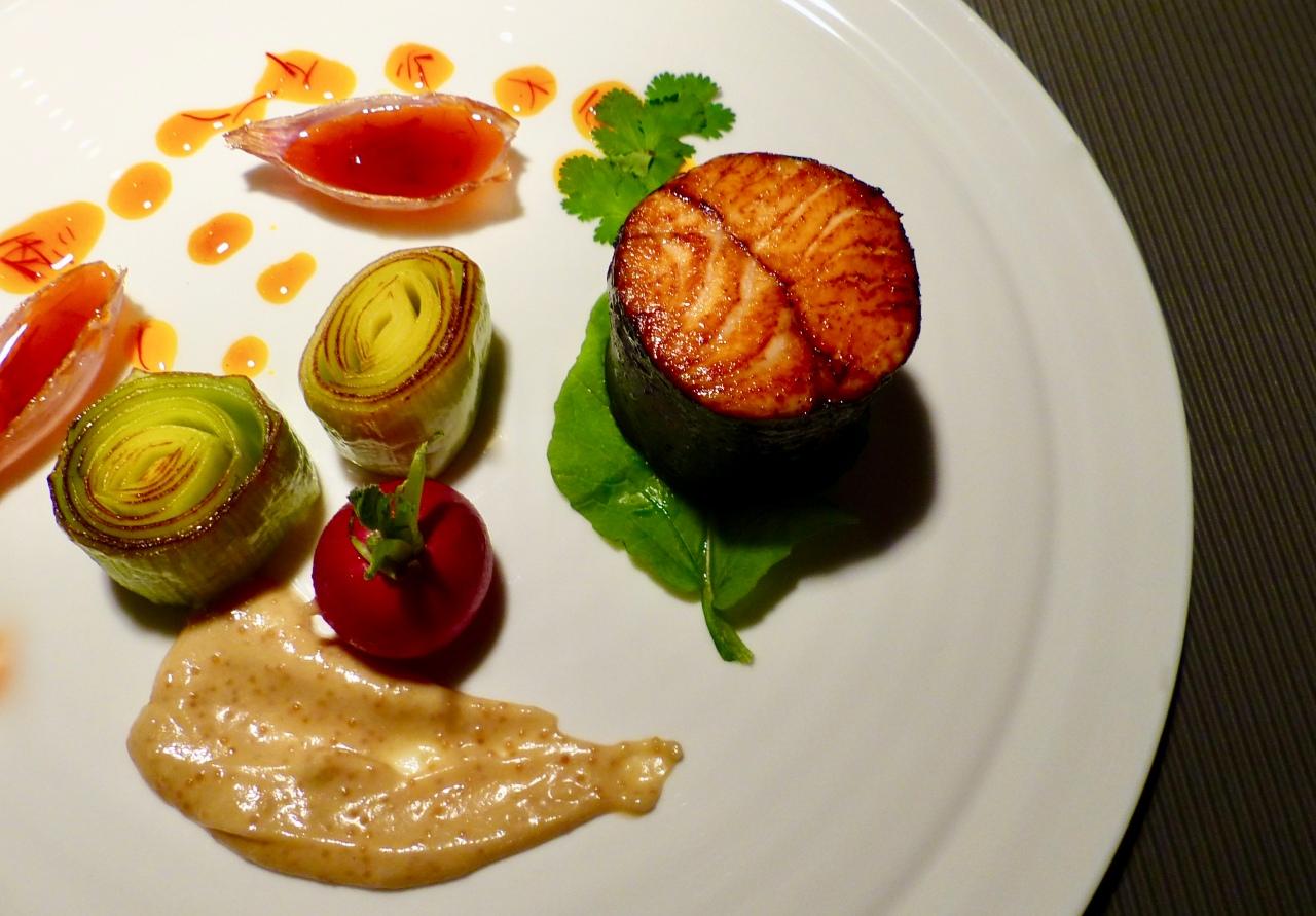 Lachs-'Maki-Sushi' mit Orangensauce