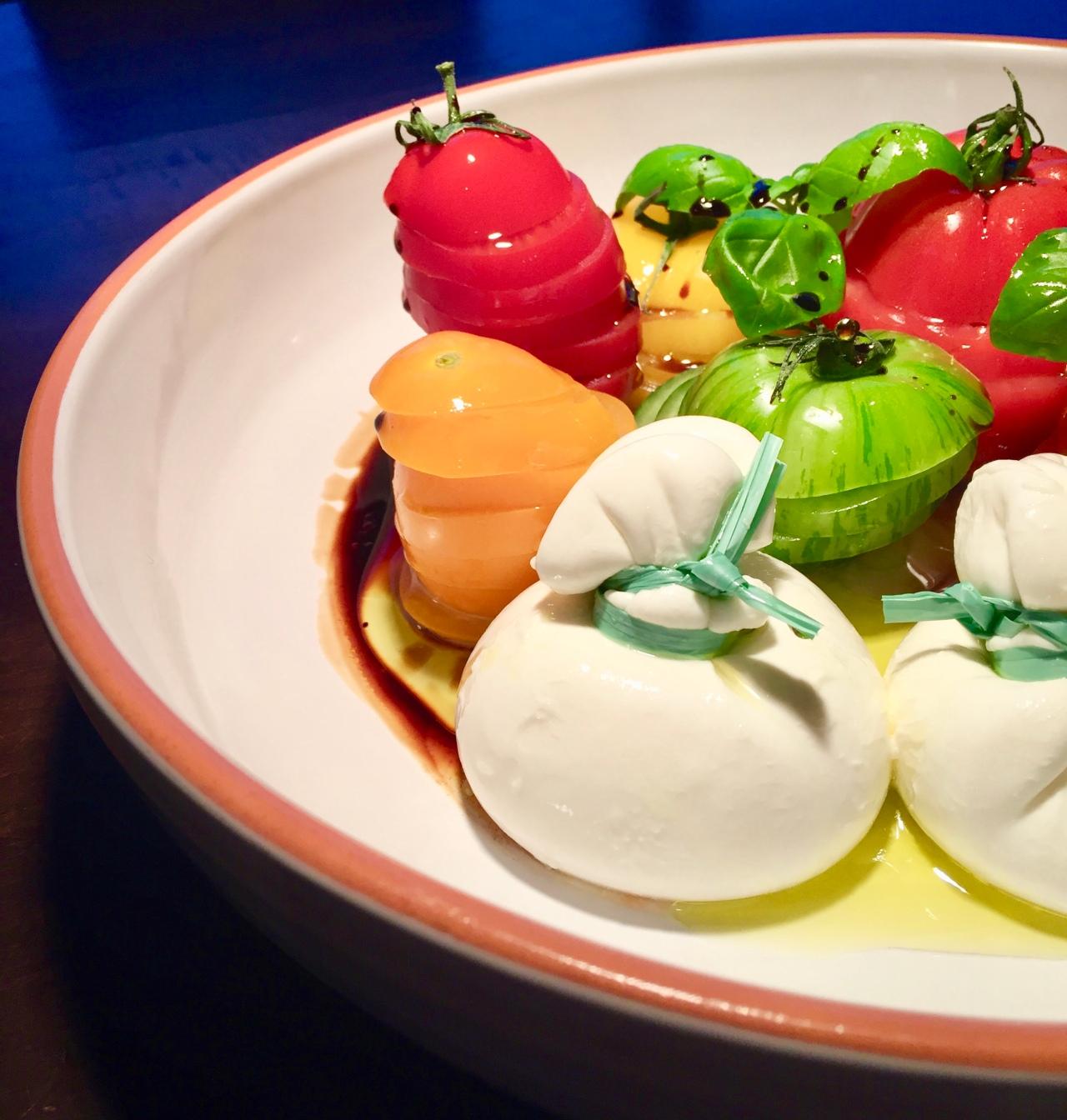 Heirloom-Tomaten und Burrata