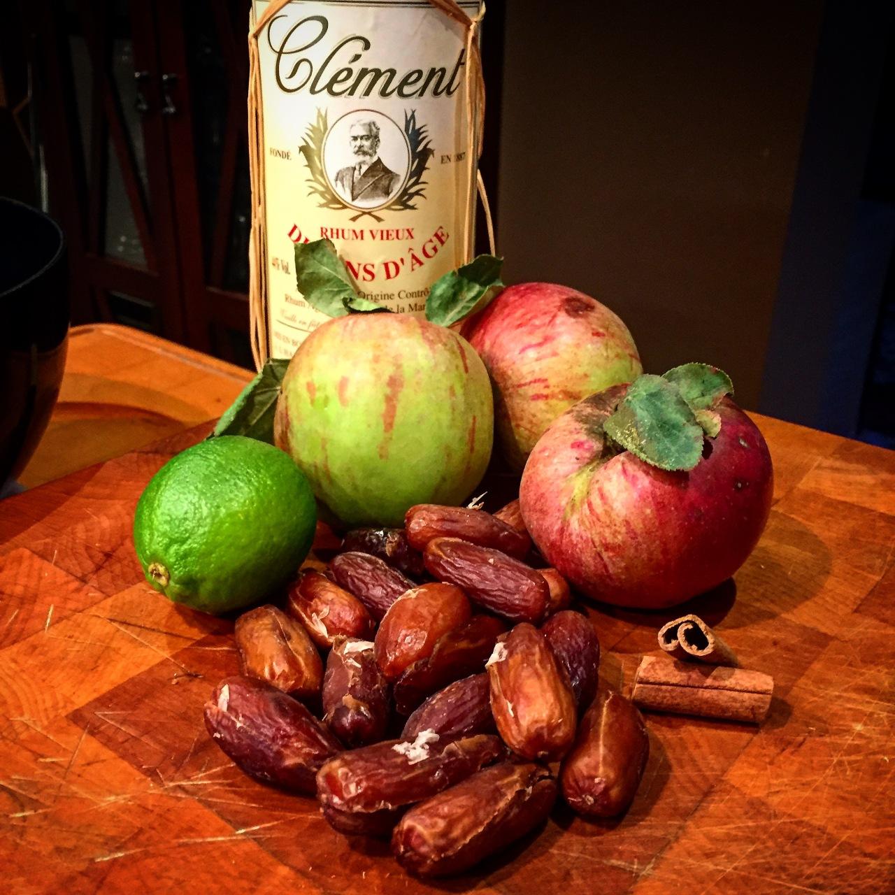 Apfelstrudel mit Datteln undVanillesauce